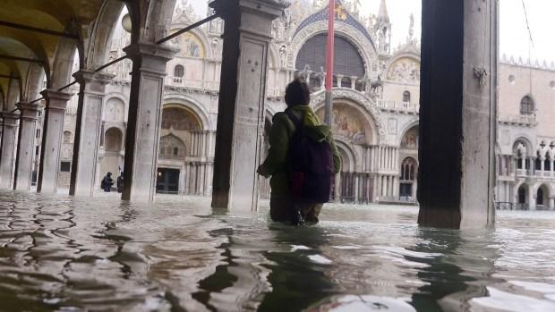 Venecia bajo agua: temen lo peor para milenaria basílica