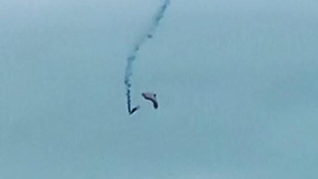 Horror en el aire: se enreda con paracaídas y cae miles de pies