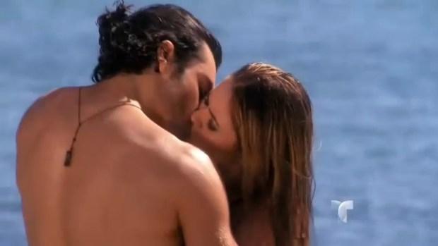 """Candentes imágenes en la playa en """"Tierra de Reyes"""""""