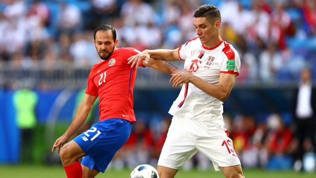 Delantero serbio, solo frente al arquero