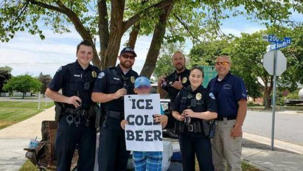 """[TLMD - Utah] Llaman a la policía por niño de Utah que vendía """"cerveza fría"""" en la calle"""