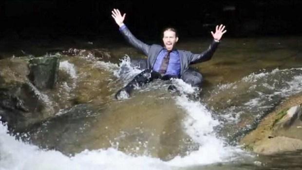 Video: Van al trabajo en neumático y por el río