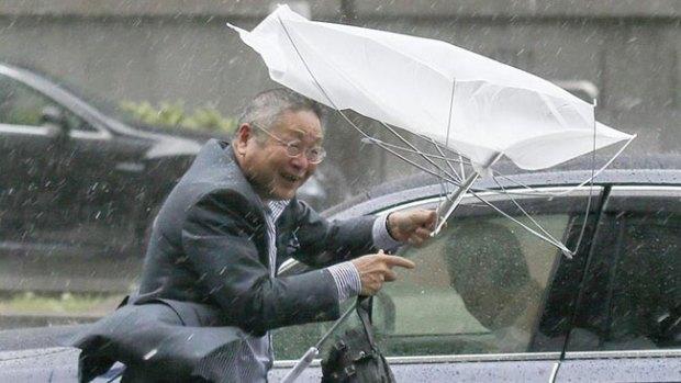 Video: Japón: pánico por el tifón Phanfone