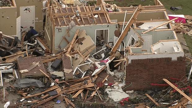 Los estragos del tornado en Van, Texas