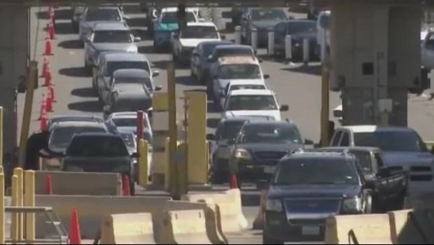 Caos en la frontera con México por retrasos en cruces