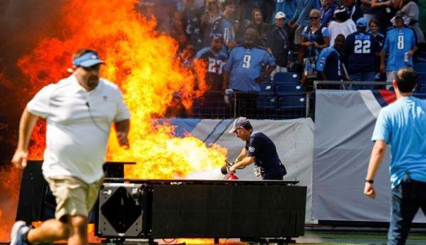 [TLMD - NATL] Sorpresivo incendio en campo de juego causa espectáculo inesperado