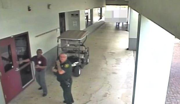 Video de seguridad de escuela en Parkland