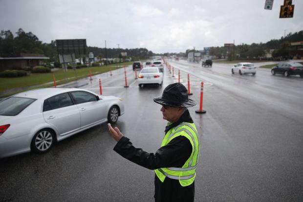 Huracán histórico y peligroso: miles desalojan la costa este de EEUU