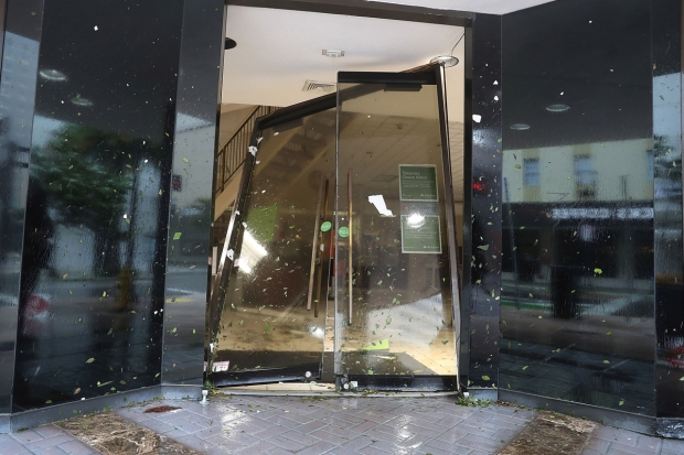 Grúa de construcción se desploma en Miami por Irma