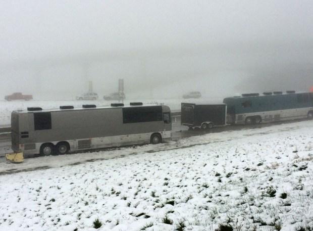Fotos: Aparatoso accidente destruye autobuses