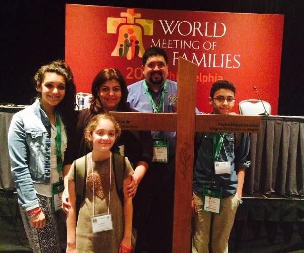 Tus fotos: Latinos se preparan para ver al Papa