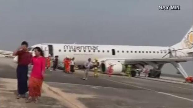 [TLMD - LV] Avión aterriza sin sus ruedas delanteras en Birmania