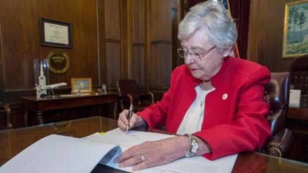 [TLMD - LV] Alabama aprueba proyecto antiaborto