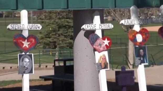 [TLMD - Denver] Trece cruces para recordar a las víctimas de Columbine