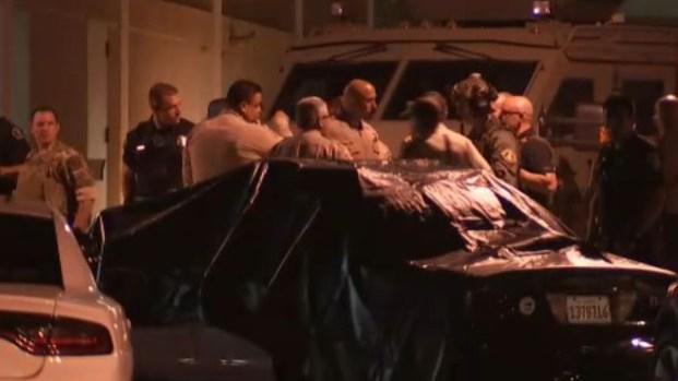 California: abre fuego con un rifle y deja un oficial muerto y dos heridos