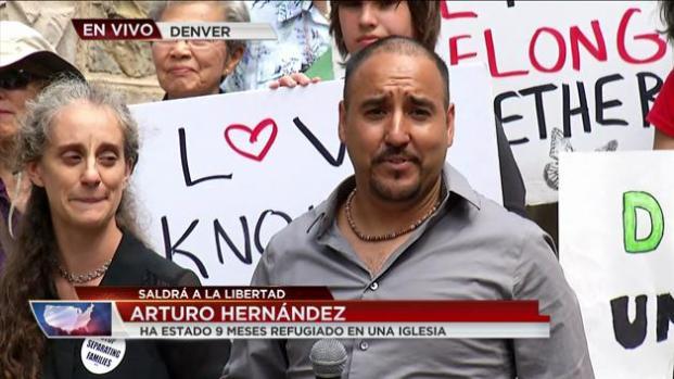 Arturo Hernández sale de santuario en Denver