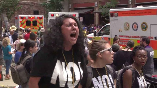 Imágenes del mayor encuentro de odio en décadas en EEUU