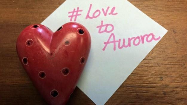 Recuerdan a víctimas del tiroteo en Aurora