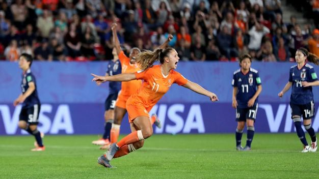 Holanda vence de último minuto a Japón y avanza a cuartos