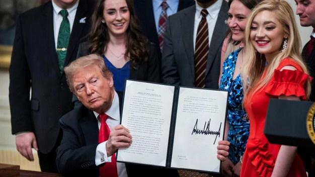 """Trump: estudiantes conservadores están """"bajo asedio"""""""