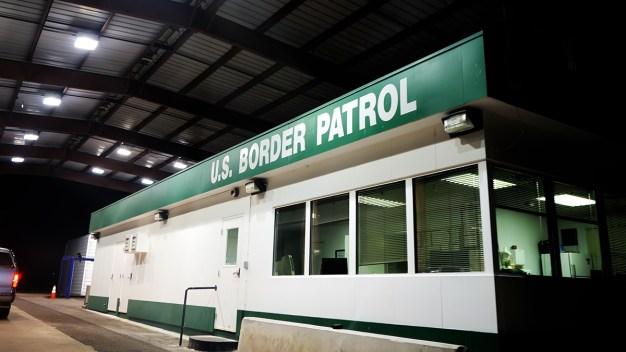 "Arrestan a agente fronterizo, presunto ""asesino en serie"""