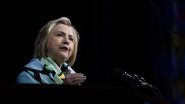 Clinton quiere ayudar a familias separadas en la frontera