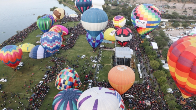 Unos 200 globos aerostáticos surcan los cielos mexicanos