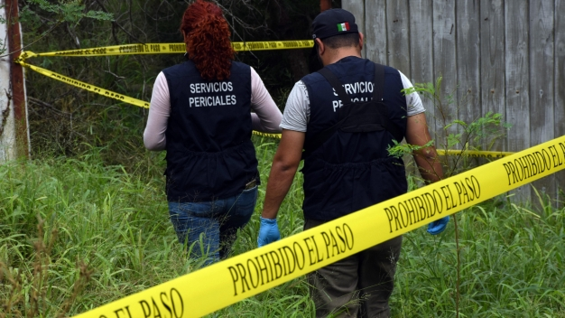 Ubican fosa con restos humanos en la frontera