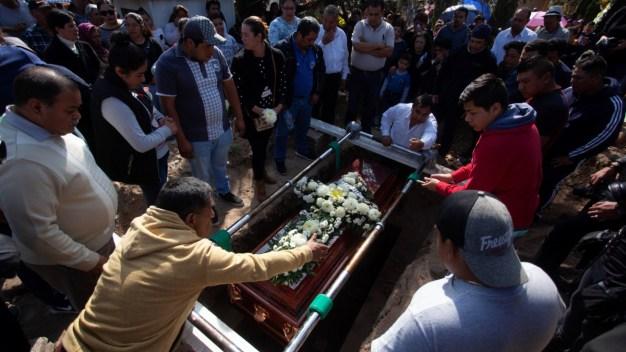 México: cementerio, rebasado por la tragedia