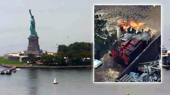Evacúan Liberty Island por explosión de tanques de gas