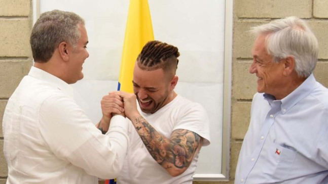 Presidente de Colombia otorga ciudadanía a Nacho