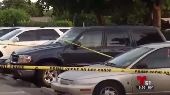 Bebé muere tras ser olvidado dentro de auto