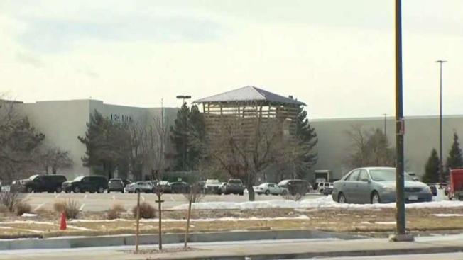 Identifican a víctima mortal del tiroteo en el Aurora Mall