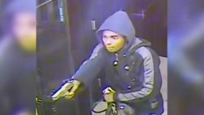 Buscan a ladrón armado en Manhattan