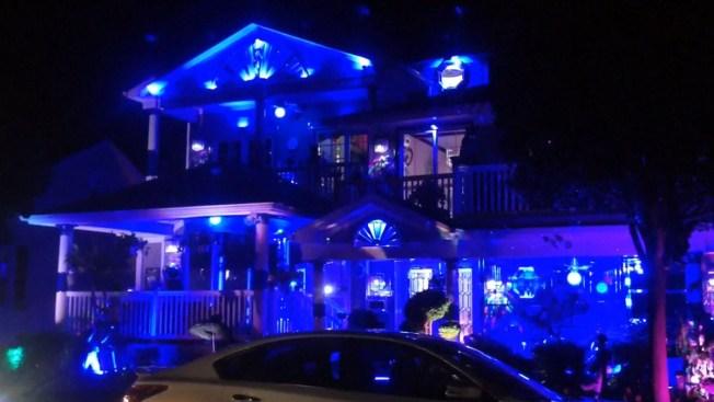 """Casa azul"" enfurece a vecinos"