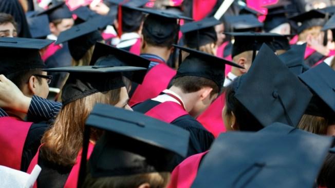 Honran a graduados latinos