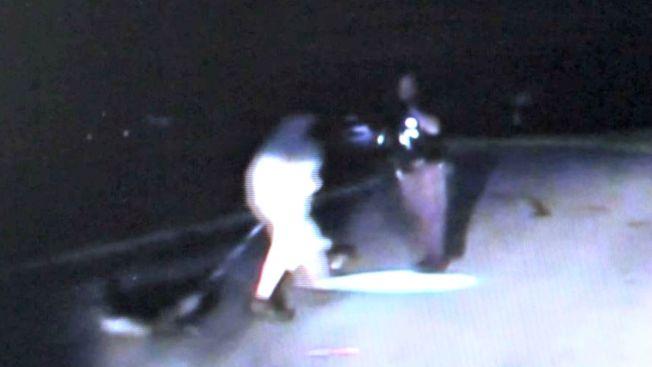 Video: arrestado tras usar su perro como arma