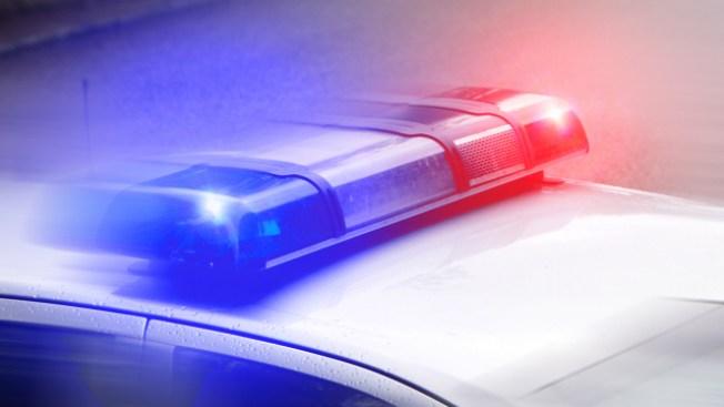 Oficial herido en posible robo de auto en Arapahoe