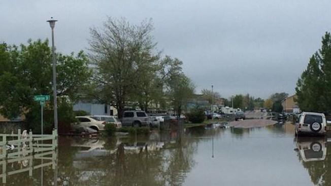 Ordenan evacuación en Sterling por inundación