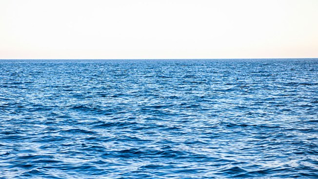 Rescatan a 400 migrantes tras naufragio