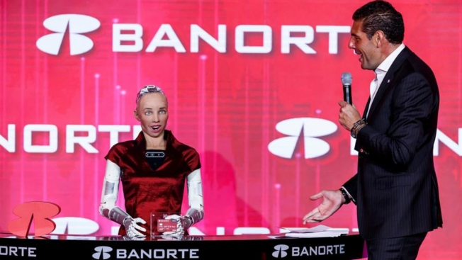 Banco mexicano otorga tarjeta de crédito a la robot Sophia