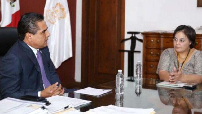 Michoacán compromete apoyo a madre deportada