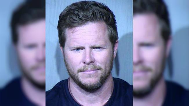 Abogado de exasesor del Condado de Maricopa niega acusación de tráfico de personas