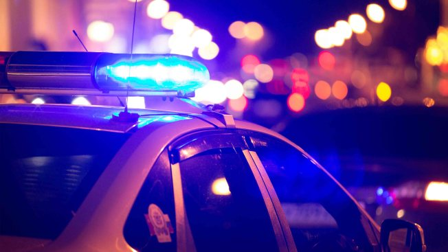 Choque frontal de dos vehículos deja una persona herida de gravedad