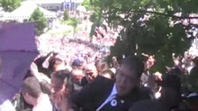 Agreden a primer ministro serbio