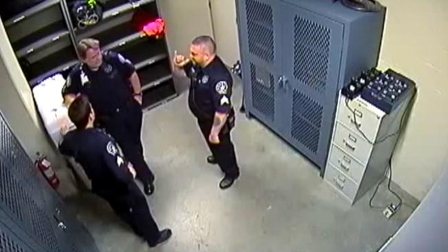 Despiden 2 sargentos de Denver por no denunciar compañero