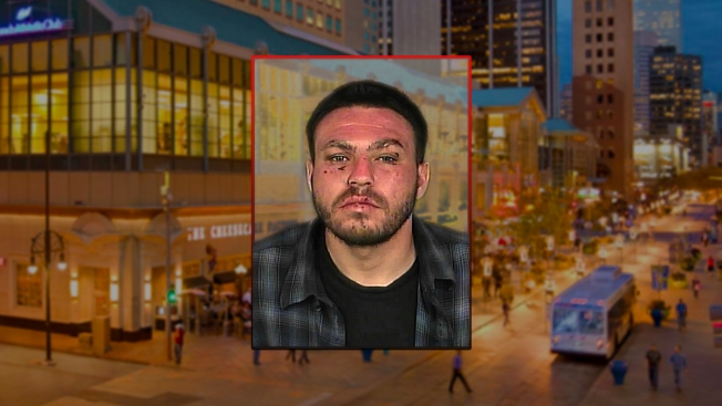 Atacó a madre, varias personas en el  16th Street Mall