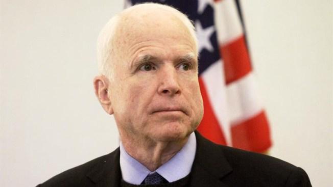 McCain regresa a Washington para dar voto crucial