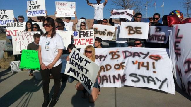 Protestan deportación de salvadoreño