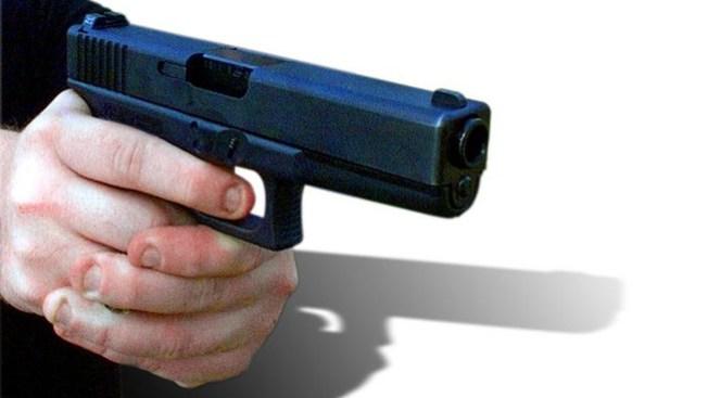 Disparan a conductor en Longmont
